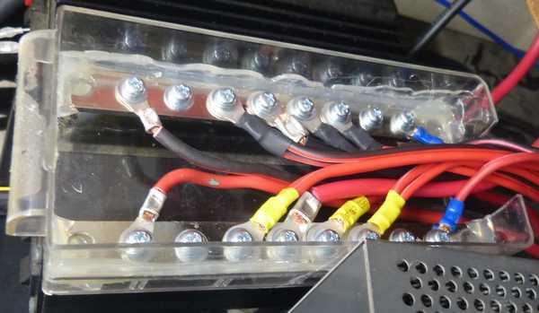 無線機電源用端子箱完成