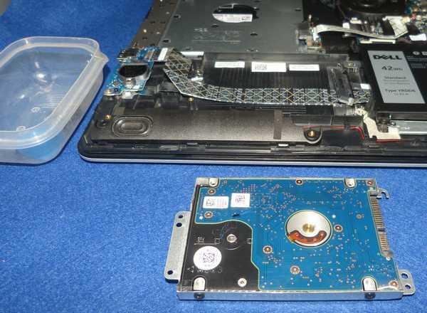 HDDをマウンタに固定してPCに取付けます