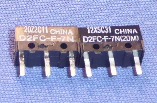 左:外したマイクロスイッチ、右:交換するマイクロスイッチ