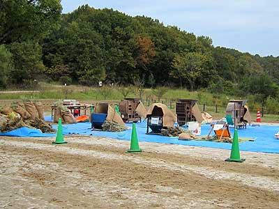 刈り取った稲の脱穀作業準備15年11月7日