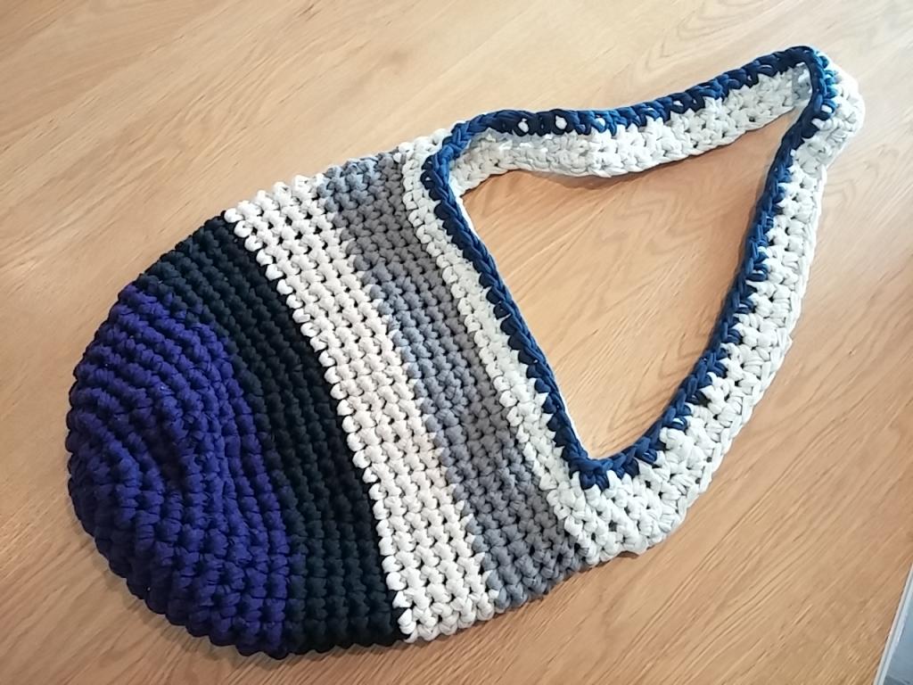 Tシャツで編むバッグ