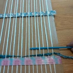 毛糸を織る