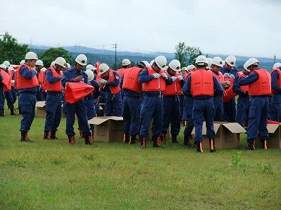 十日町方面隊春季消防演習 ライフジャケット贈呈