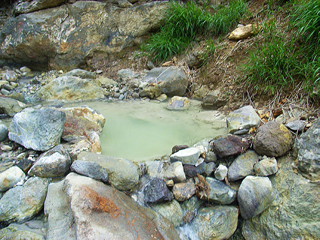 香草温泉の湯船