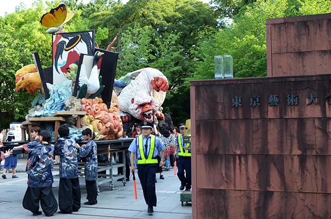 東京藝術大学のオブジェ/うえの夏まつり