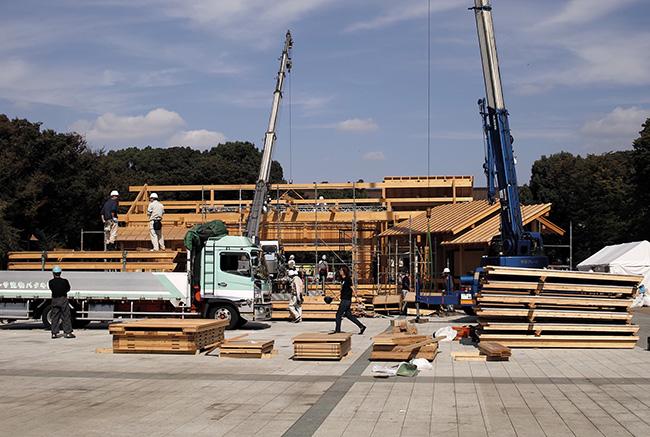 [にっぽん文楽 in 上野の杜]の舞台の解体作業