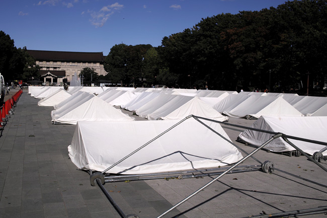 噴水前広場のテントの屋根群/上野公園