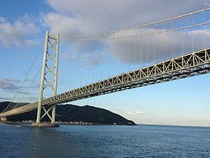 朝の明石海峡大橋