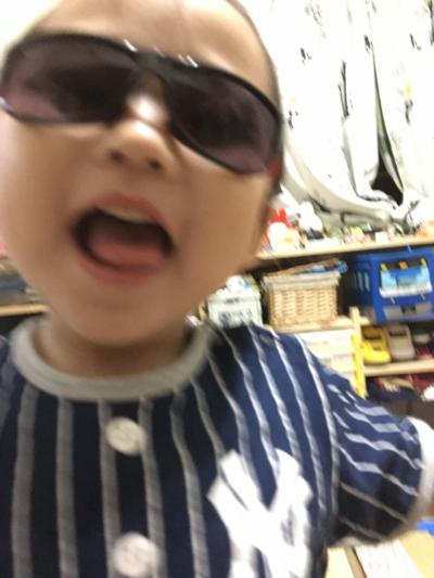 08fd8f78991 「数日前に買ったサングラスかけてテンションMAXの長男」の写真が大量に出てきました。