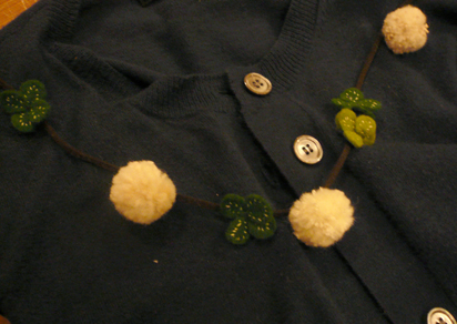 シロツメ草の首飾り