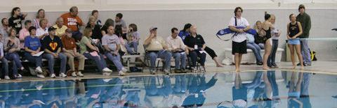 プールサイドの観客