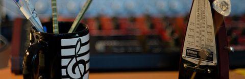 メトロノームのト音記号のマグカップの写真