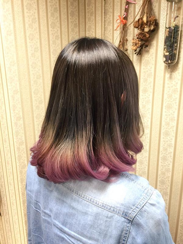 ブリーチなしのナチュラルピンクブラウングラデーションカラー♫ ピンク系カラーですと肌色をふんわり明るく見せる効果があります。