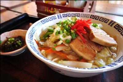 野菜たっぷりの沖縄そば