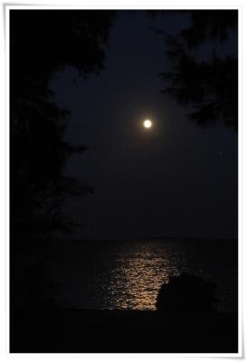 平敷屋からみた満月