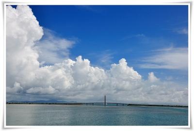 海中道路を入道雲
