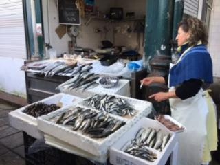 お魚屋さん。