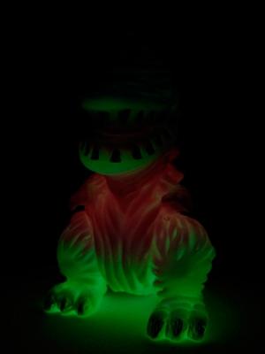 One up. 怪獣ソフビ ギザラ Tropical 蓄光の画像