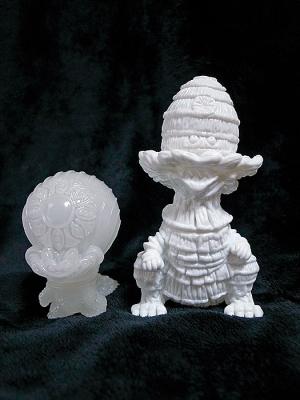 kaijuソフビギョグラとゲビラの白素体画像