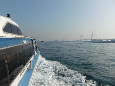 京浜運河通過中