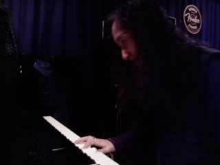 ピアノを弾くAZ様