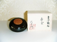 H22勅題香合 飴釉 光  4000円(モミ箱)