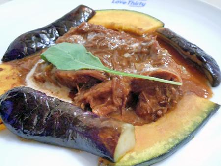 ペンションラブサーティの夕食 牛肉デミグラスソース煮