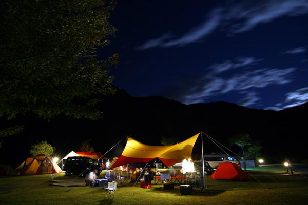 ランドローバーEXの夜景