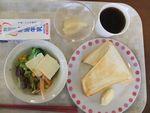 21朝バタトースト・チーズサラダ・牛乳・桃