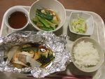 23ホイル焼き(鮭・野菜)焚き合(平天・小松菜・椎茸)キャベツオカカ会え