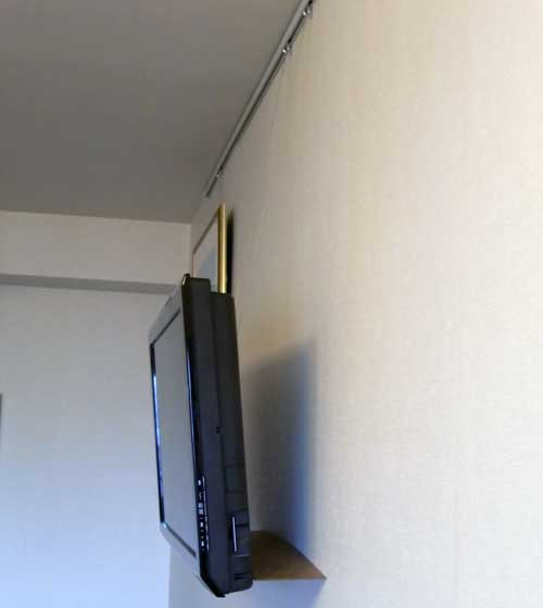 壁つり型TV2