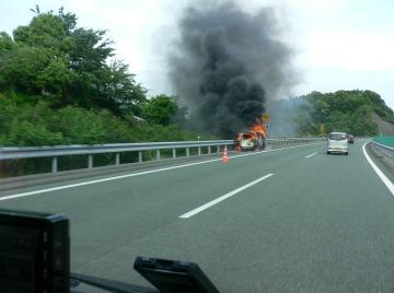 燃える車 スクープ写真!