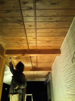 福島県相馬の木造りの家|玄関スロープの塗装中
