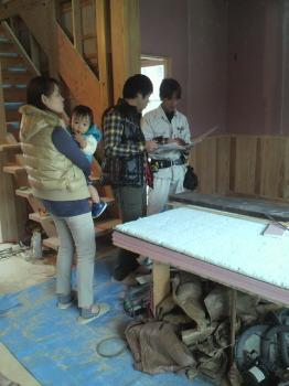 福岡県南区の木造りの家 照明器具の打ち合わせ