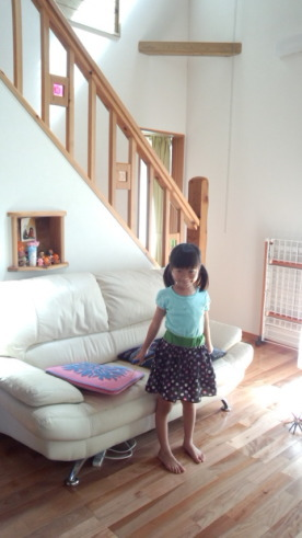 築3年 福岡県糟屋町のA 様邸へ!-大きくなったお嬢さんの記念写真-|福岡の木造りの家