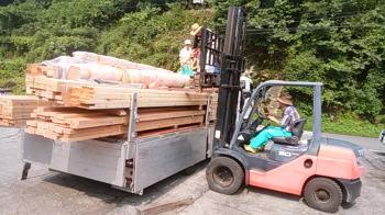 材料積み込み|福岡県太宰府市の木造りの家