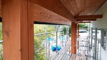 幅9mのウッドデッキ|別府湾の眺望と自然を楽しむ平屋建ての住まい