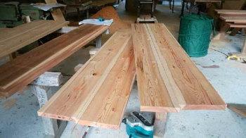 手作り家具の材料選定中!|ランドリースペースのある快適な住まい