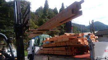 積み込み|大分県日出町の木造りの家
