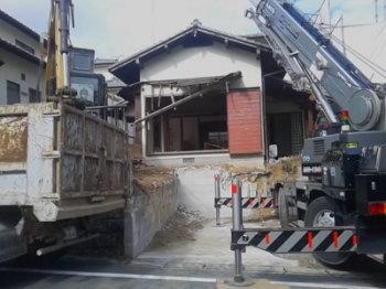 解体工事|玄関・浴室を共有 限られた敷地に実現した二世帯住宅-福岡県太宰府市-