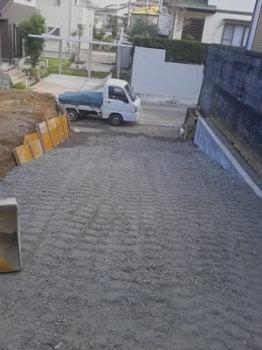 進入スロープ|セルロースファイバーを採用!吹抜けのある長期優良住宅-福岡県筑紫野市-