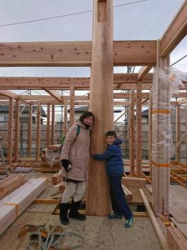 大黒柱と一緒に♪|セルロースファイバーを採用!吹抜けのある長期優良住宅-福岡県筑紫野市-