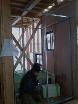 システムバス組立|玄関・浴室を共有 限られた敷地に実現した二世帯住宅-福岡県太宰府市-