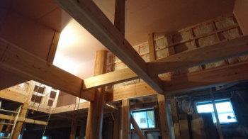 天井施工中|玄関・浴室を共有 限られた敷地に実現した二世帯住宅-福岡県太宰府市-