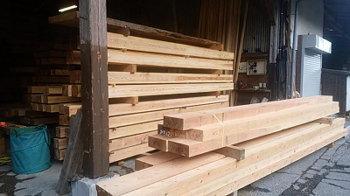 丸太材を製材|〜ふるさとへ帰る〜大自然と共に暮らす 薪ストーブのある住まい-大分県日田市-