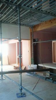 内部塗り壁&ウッドデッキ|セルロースファイバーを採用!吹抜けのある長期優良住宅-福岡県筑紫野市-