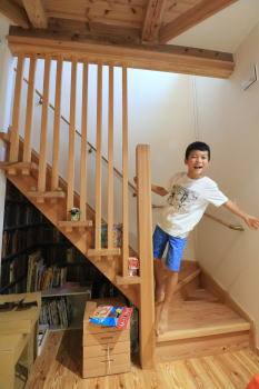 階段下|福岡県筑紫野市の木造りの家