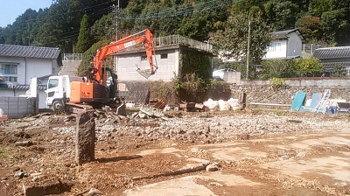 解体作業|地震・台風に強い!自然丸太の強度を活かした柱と梁の住まい-熊本県菊池市-