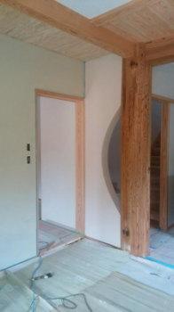 珪藻土の塗り壁|〜ふるさとへ帰る〜大自然と共に暮らす 薪ストーブのある住まい-大分県日田市-