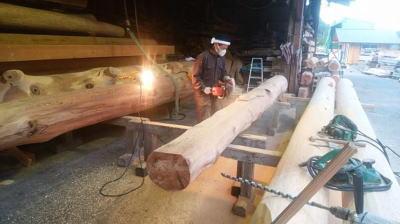 大梁材の加工中|福岡県筑後市の木造りの家